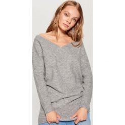 Sweter z odkrytymi ramionami - Szary. Szare swetry klasyczne damskie Mohito, l. Za 119,99 zł.