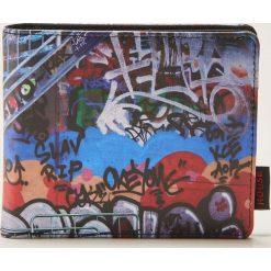 Portfele męskie: Portfel z nadrukiem graffiti – Niebieski