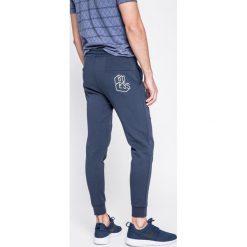 Guess Jeans - Spodnie. Szare jeansy męskie z dziurami Guess Jeans. W wyprzedaży za 239,90 zł.