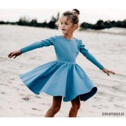 Sukienka niebieska Angelina. Niebieskie sukienki dziewczęce z falbanami Pakamera, z długim rękawem, długie. Za 125,00 zł.