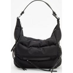 Pikowana torebka typu hobo - Czarny. Czarne torebki klasyczne damskie marki Reserved, pikowane. Za 149,99 zł.