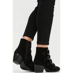 Missguided - Botki. Czarne buty zimowe damskie marki Missguided, z materiału. W wyprzedaży za 89,90 zł.
