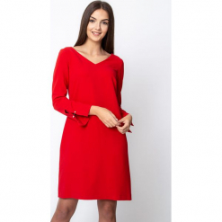 Czerwona sukienka z rozcięciami przy rękawach QUIOSQUE. Czerwone sukienki balowe marki QUIOSQUE, na imprezę, s, z tkaniny. Za 219,99 zł.