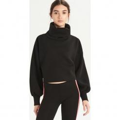 Krótka bluza z golfem - Czarny. Czarne bluzy damskie Sinsay, l, z krótkim rękawem, krótkie. Za 49,99 zł.