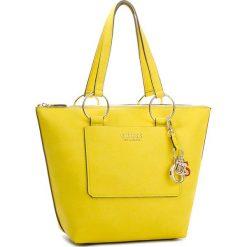 Torebka GUESS - HWVG67 00230  LEM. Żółte torebki klasyczne damskie Guess, z aplikacjami, ze skóry ekologicznej, duże. Za 649,00 zł.