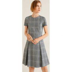 Mango - Sukienka Pinto. Szare sukienki mini marki Mango, na co dzień, l, z tkaniny, casualowe, z dekoltem halter, na ramiączkach, rozkloszowane. Za 139,90 zł.