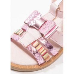 Friboo Sandały rose. Czerwone sandały chłopięce marki Friboo, z materiału. Za 149,00 zł.