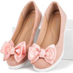 Baleriny damskie: Zamszowe baleriny z kokardką COMER różowe