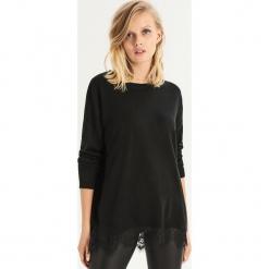 Sweter z koronkowym panelem - Czarny. Czarne swetry klasyczne damskie marki Sinsay, l, z koronki. Za 49,99 zł.