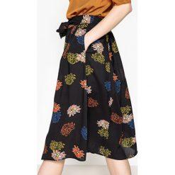 Spódniczki rozkloszowane: Spódnica midi z guzikami z przodu