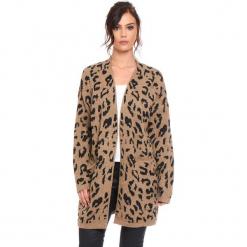 """Kardigan """"Leopard"""" w kolorze karmelowym. Brązowe kardigany damskie marki Cosy Winter, s, z motywem zwierzęcym. W wyprzedaży za 181,95 zł."""