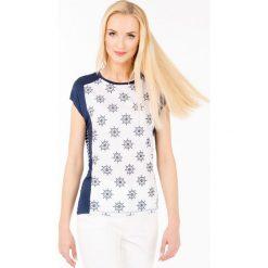 T-shirt w kotwice. Szare t-shirty damskie marki Monnari, z bawełny, z dekoltem na plecach. Za 47,60 zł.