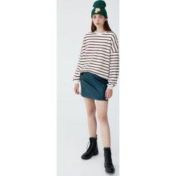 Spódnica basic z kieszeniami. Niebieskie spódniczki marki Pull&Bear. Za 69,90 zł.