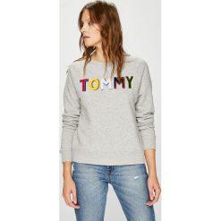 Tommy Hilfiger - Bluza. Szare bluzy z nadrukiem damskie marki TOMMY HILFIGER, l, z bawełny, bez kaptura. W wyprzedaży za 399,90 zł.