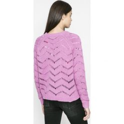 Vero Moda - Sweter Selma. Różowe swetry klasyczne damskie marki Vero Moda, l, z bawełny, z okrągłym kołnierzem. W wyprzedaży za 59,90 zł.