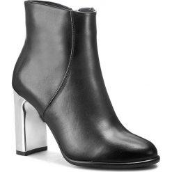 Botki GINO ROSSI - Vicenza DBG588-003-3V00-9900-F 99. Szare buty zimowe damskie marki Gino Rossi, w paski, z materiału, małe. W wyprzedaży za 319,00 zł.