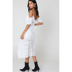 Sukienki hiszpanki: Bardot Sukienka koronkowa Camilla – White