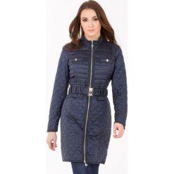 Płaszcze damskie: Pikowany płaszcz z paskiem