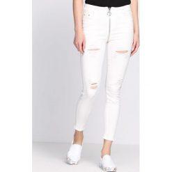 Białe Spodnie Devastating. Białe rurki damskie Born2be. Za 109,99 zł.