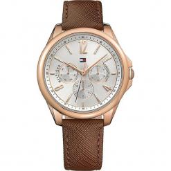 """Zegarek kwarcowy """"Savannah"""" w kolorze brązowo-srebrno-różowozłotym. Brązowe, analogowe zegarki damskie TOMMY HILFIGER, ze stali. W wyprzedaży za 545,95 zł."""