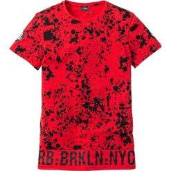 T-shirty męskie: Długi t-shirt Regular Fit bonprix truskawkowy z nadrukiem