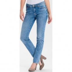 """Dżinsy """"Anya"""" - Slim fit - w kolorze błękitnym. Niebieskie spodnie z wysokim stanem marki Cross Jeans, z aplikacjami. W wyprzedaży za 136,95 zł."""