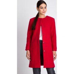 Płaszcze damskie: Malinowy płaszcz na guziki QUIOSQUE