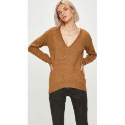 Guess Jeans - Sweter. Szare swetry klasyczne damskie marki Guess Jeans, l, z jeansu. W wyprzedaży za 439,90 zł.