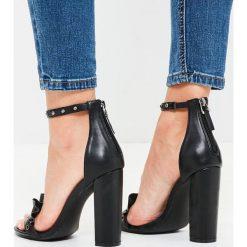 Missguided - Sandały. Szare sandały damskie na słupku marki Missguided, z materiału. W wyprzedaży za 69,90 zł.