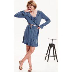 70223161dd34 SUKIENKA DAMSKA DZIANINOWA Z FALBANKAMI. Niebieskie sukienki damskie TROLL
