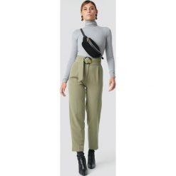 Spodnie damskie: NA-KD Classic Spodnie Asymmetric Belted Suit - Green