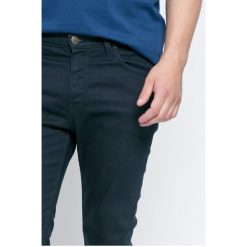 Lee - Jeansy. Niebieskie jeansy damskie slim marki Sinsay, z podwyższonym stanem. W wyprzedaży za 249,90 zł.