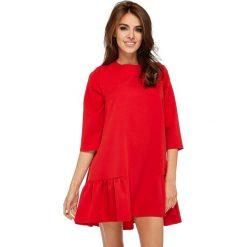 Czerwona Codzienna Trapezowa Sukienka z Falbanką. Czerwone sukienki hiszpanki Molly.pl, na co dzień, l, z dekoltem na plecach, mini, trapezowe. Za 178,90 zł.