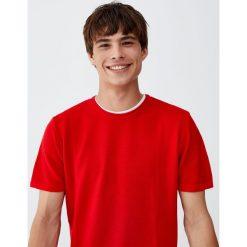 Sweter z krótkim rękawem i obszyciem od wewnątrz. Czerwone swetry klasyczne męskie Pull&Bear, m. Za 48,90 zł.