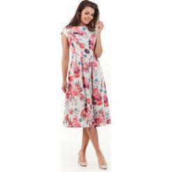 Wizytowa Rozkloszowana Sukienka w Kwiaty - Fuksja. Czerwone sukienki balowe marki Molly.pl, na spacer, na lato, l, w kwiaty, z krótkim rękawem, mini, dopasowane. Za 138,90 zł.