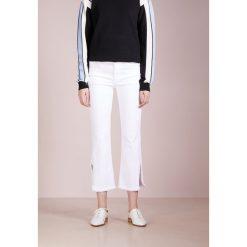 J Brand SELENA Jeansy Bootcut chalk. Szare jeansy damskie bootcut marki J Brand, z bawełny. W wyprzedaży za 818,35 zł.