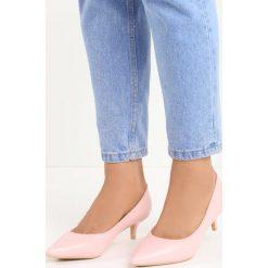 Różowe Czółenka Happy Nation. Czerwone buty ślubne damskie Born2be, ze szpiczastym noskiem, na niskim obcasie, na szpilce. Za 59,99 zł.