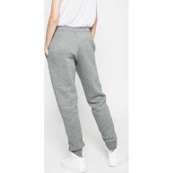 Nike Sportswear - Spodnie. Szare spodnie sportowe damskie marki Nike Sportswear, l, z bawełny. W wyprzedaży za 179,90 zł.