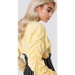 NA-KD Bluza z marszczonym rękawem - Yellow. Żółte bluzy rozpinane damskie NA-KD, z dzianiny, z długim rękawem, długie. W wyprzedaży za 66,98 zł.