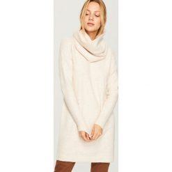 Sweter w zestawie z kominem - Kremowy. Szare swetry klasyczne damskie marki FOUGANZA, z bawełny. Za 139,99 zł.