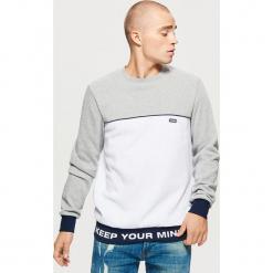 Bluza z napisem - Biały. Białe bluzy męskie Cropp, l, z napisami. Za 89,99 zł.