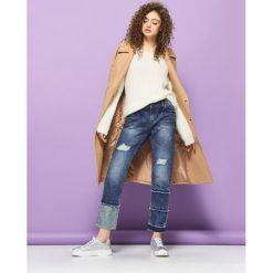 Boyfriendy damskie: Jeansy z przeszyciami - Niebieski