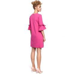 DESTINY Mini sukienka z falbanką na rękawach - fuksja. Czerwone sukienki dzianinowe Moe, na imprezę, z falbankami, mini. Za 136,99 zł.
