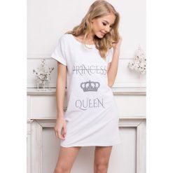 Damska koszulka nocna Queen biała. Białe koszule nocne i halki Astratex, z nadrukiem, z bawełny. Za 103,99 zł.