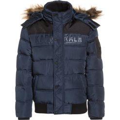 Kaporal NABIR Kurtka zimowa navy. Niebieskie kurtki chłopięce zimowe Kaporal, z materiału. W wyprzedaży za 295,20 zł.