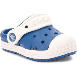 Klapki CROCS - Bump It Clog Kids 202282 Blue Jean/Oyster. Niebieskie klapki chłopięce marki Crocs, z tworzywa sztucznego. W wyprzedaży za 139,00 zł.