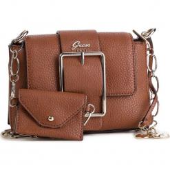 Torebka GUESS - HWVG70 95180 COG. Brązowe torebki klasyczne damskie Guess, z aplikacjami, ze skóry ekologicznej. Za 499,00 zł.