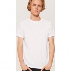 Biały t-shirt - Biały. Czarne t-shirty męskie marki KIPSTA, z poliesteru, do piłki nożnej. Za 35,99 zł.