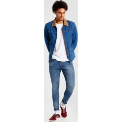 Only & Sons ONSWARP CAMP  Jeans Skinny Fit light blue denim. Brązowe jeansy męskie marki Only & Sons, l, z poliesteru. Za 169,00 zł.