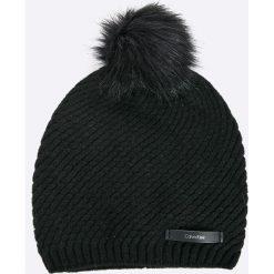 Calvin Klein Jeans - Czapka. Czarne czapki zimowe damskie marki Calvin Klein Jeans, na zimę, z dzianiny. W wyprzedaży za 239,90 zł.